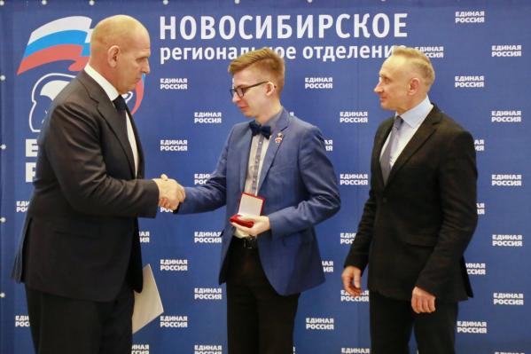 Новосибирских волонтеров наградили запомощь людям вэпоху пандемии