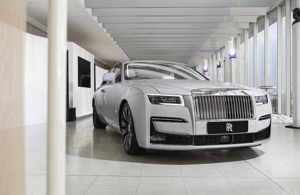 Названа цена нового Rolls-Royce Ghost вРФ