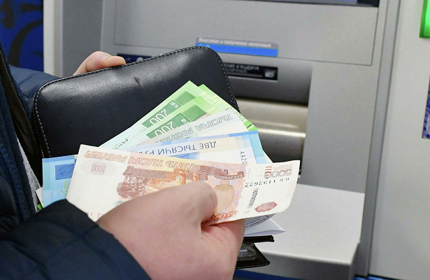 Уроссиян стало больше наличных денег наруках