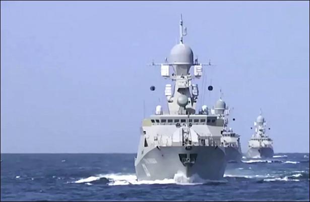 Корабли Каспийской флотилии провели противовоздушные учения