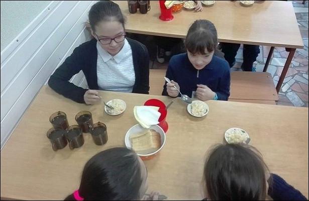 Главные беды школьных обедов: холодная еда, невкусные супы исухпайки