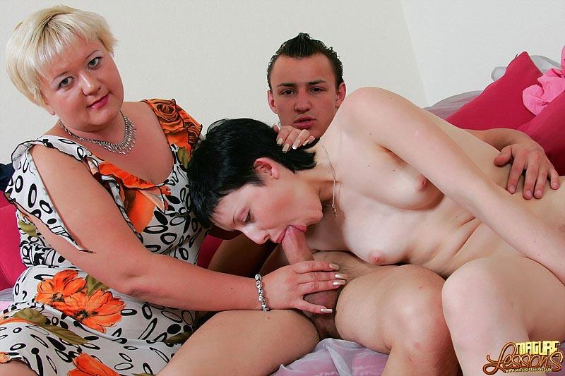У мамы с дочкой один любовник порно