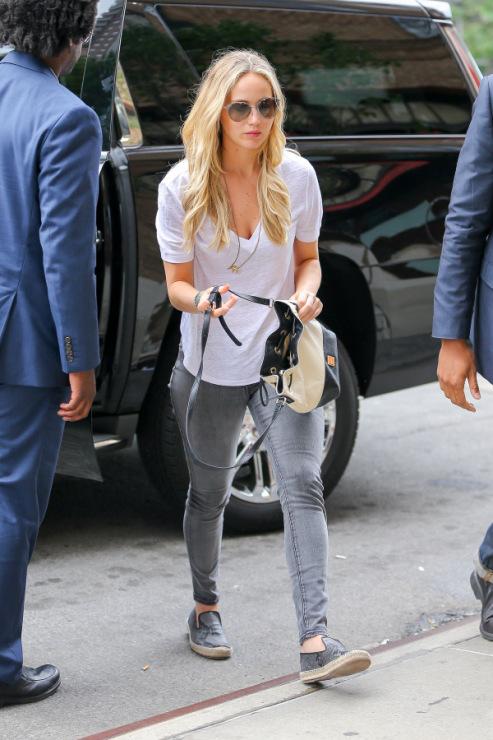 Jennifer lawrence dating june 2015