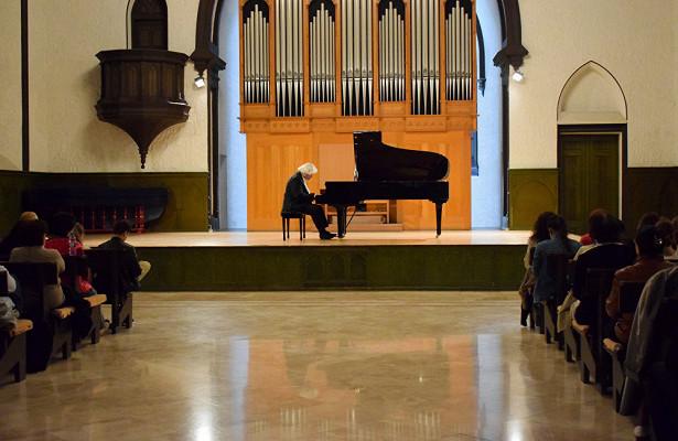 «Неофициальный пианист №1»: сожалею, чтонеисполнял вашу музыку