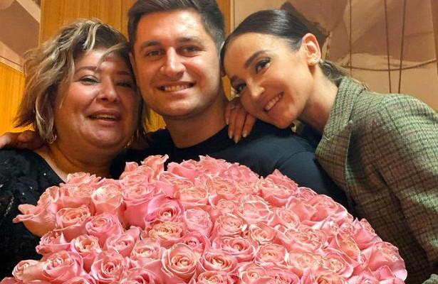 «Такприятно делать подарки»: Ольга Бузова устроила маме своего бойфренда сюрприз