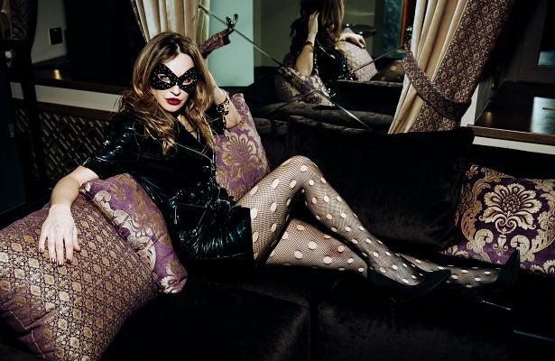 Было жарко! Светская Москва навечеринке «Эротика вискусстве» Виктории Шеляговой