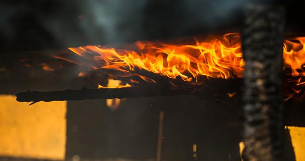 Более 30человек тушили утренний пожар вжилом доме подКемеровом