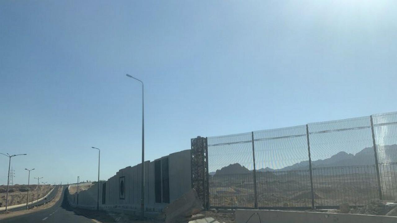 Результат пошуку зображень за запитом Шарм-эль-Шейх обнесли 36-километровым бетонным забором с колючей проволокой