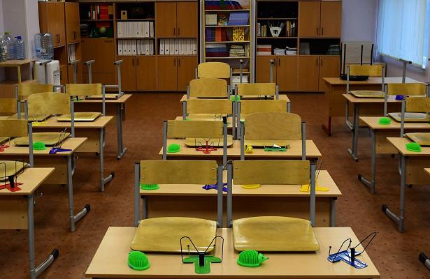 Число ушедших накарантин школ увеличилось