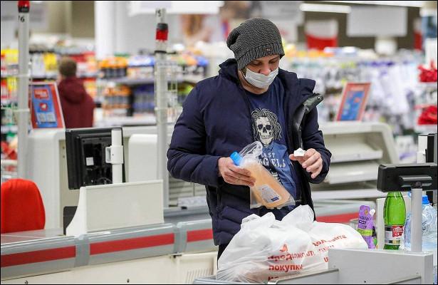 Россияне вновь сокращают покупку одежды ипоходы вкафе