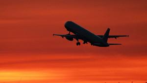 Самолет сосломанным шасси селвШереметьево