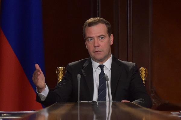 Медведев: Россия займет жесткую позицию, если Киев откажется платить подолгам