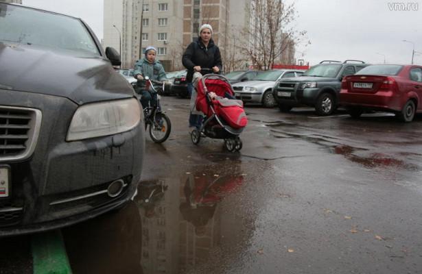 Частную парковку отдали жителям