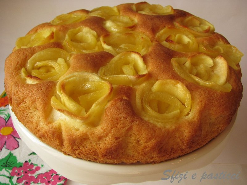 Бисквитный торт с яблоками с фото