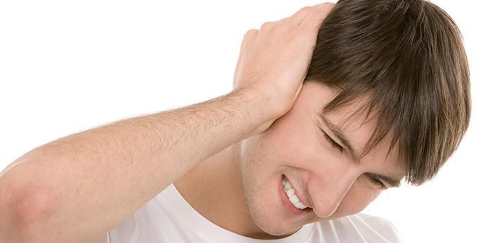 Болит ухо у ребенка: что делать в домашних условиях и