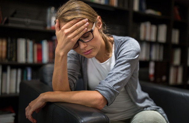 Долгие дниираздражение: психолог назвала признаки кризиса