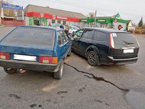 ВЛиванах неразъехались «Форд Фокус» иВАЗ
