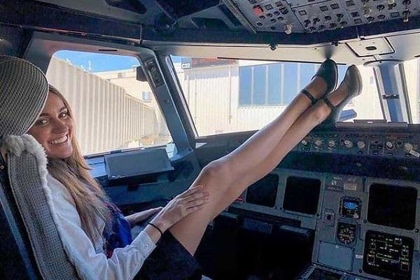 Стюардесса впечатлила снимком изкабины пилотов