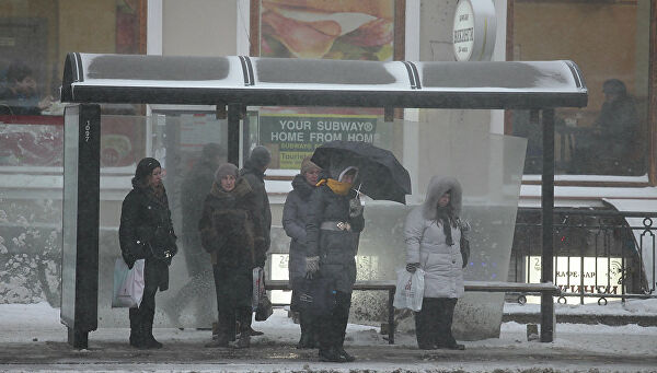 Автомобиль влетел вавтобусную остановку слюдьми вМоскве