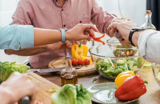 Врач рассказал, почему опасно зацикливаться на«правильной» еде