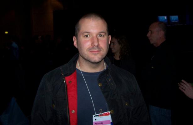 Бывший главный дизайнер Apple Джони Айвбудет сотрудничать сAirbnb