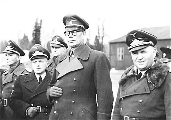 Какиуда Власов предал ещёиГитлера