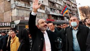 «Пусть застрелят меня наплощади»: Пашинян теряет власть