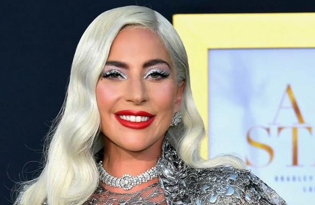 Леди Гага снялась топлес дляпродвижения своего бренда косметики