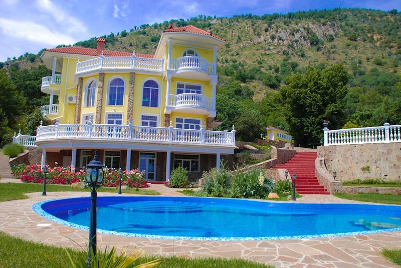 Дом в Корони на берегу моря