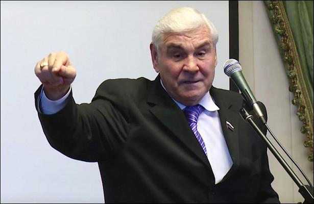 Депутат поставил наместо «шпингалета» изГИБДД