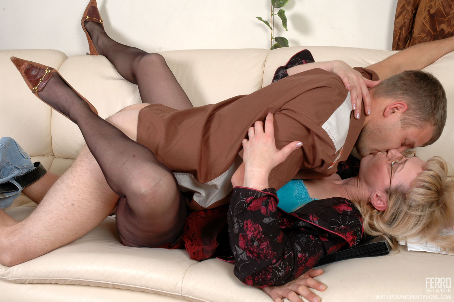 Pantyhose mature riding free video, lesbians undress and hold tits