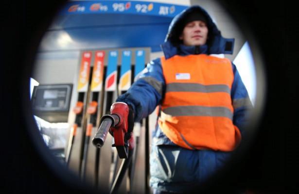 Бензин вРоссии в2020 году подорожал на2,1-2,4%