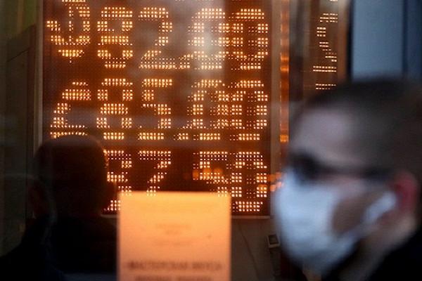 Россиянам угрожает мощная девальвация