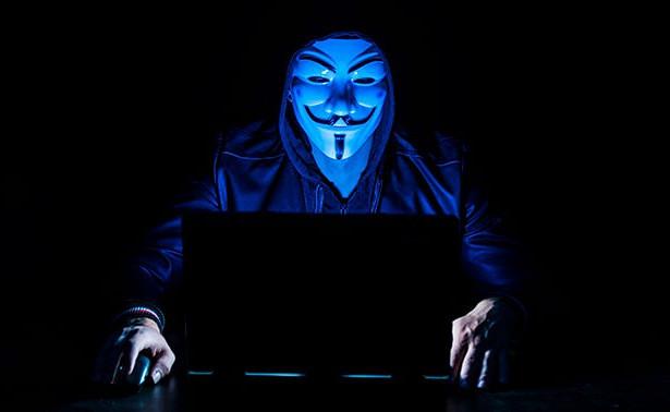 Эксперт назвал признаки слежки через веб-камеру