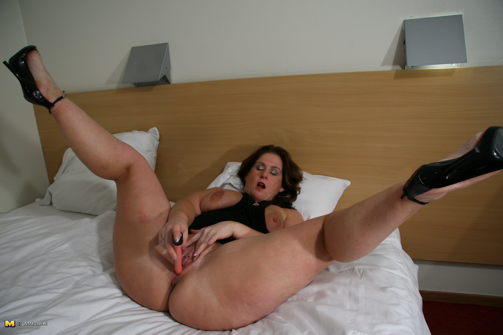 Kelly divine foot fetish