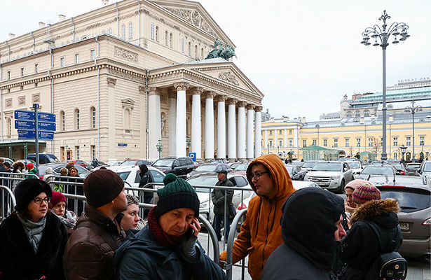 Забилетами напостановку Серебренникова стоят сночи