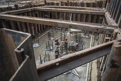 Мост через Волгу вДубне строят сопережением графика
