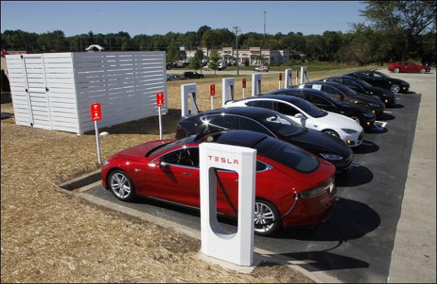 Tesla недаст использовать автопилот вUber