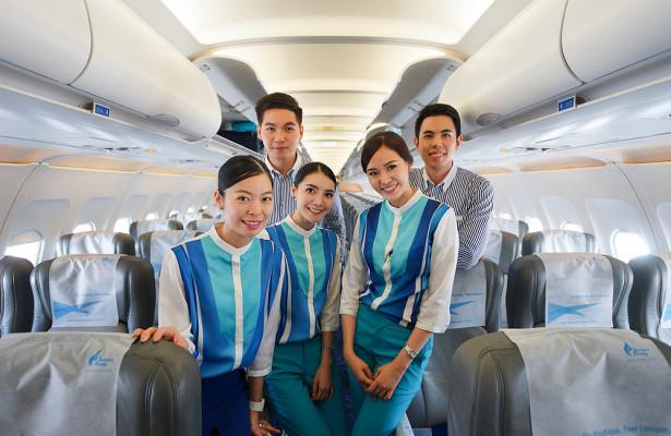 Жесткое обучение: чему учат вшколе китайских стюардесс