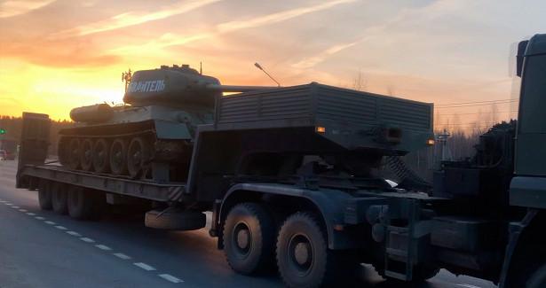 Танк Т-34доставили вНижний Новгород дляучастия вПараде Победы