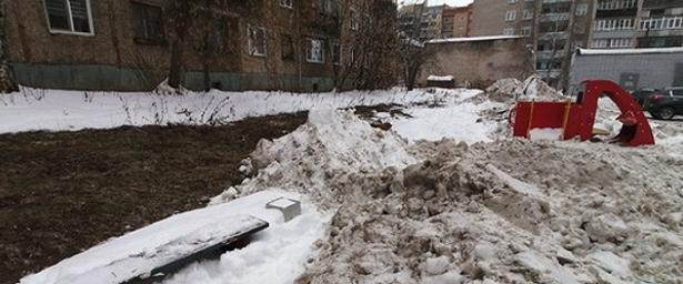 Мэрия Кирова признала законность складирования снега водворах