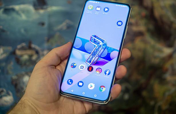 Выужеизабыли, ноASUS тоже делает флагманские смартфоны. Идовольно крутые!