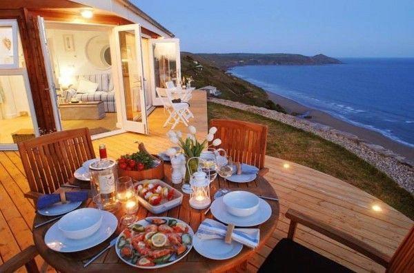 Маленький домик в остров Янина на берегу моря недорого