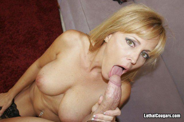 Naked mature mom pics