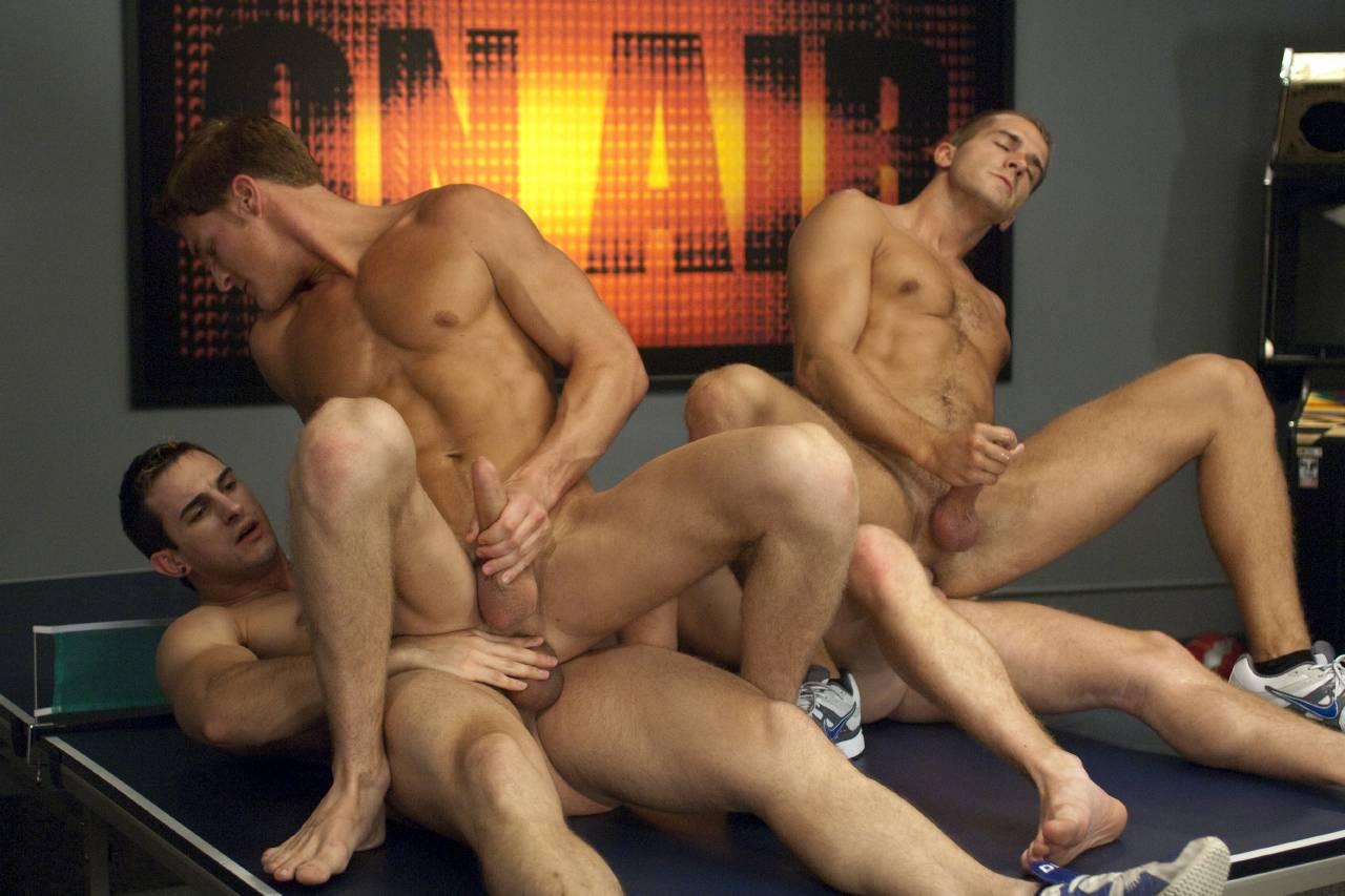 секс в мужских раздевалках у спортсменов