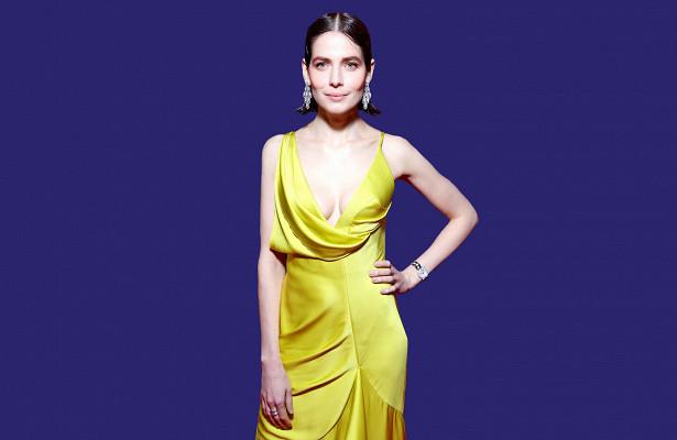 Снигирь влимонном платье, Эрнст состразами нагруди идругие яркие модные образы звезд 2020 года