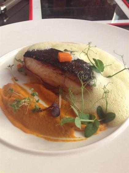 Ресторан Graf-in - фотография 4 - Черная треска с нежнейшим морковным муссом