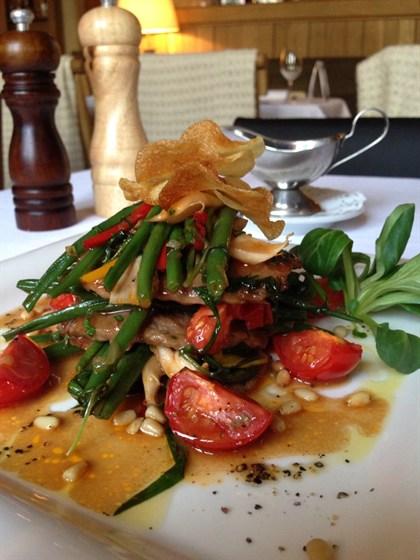 Ресторан Курабье - фотография 18 - Мильфей из говяжьей вырезки с зелёной фасолью