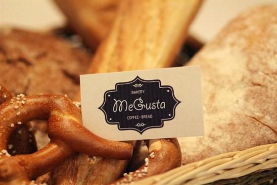 Ресторан Megusta - фотография 2 - Свежеиспеченный хлеб