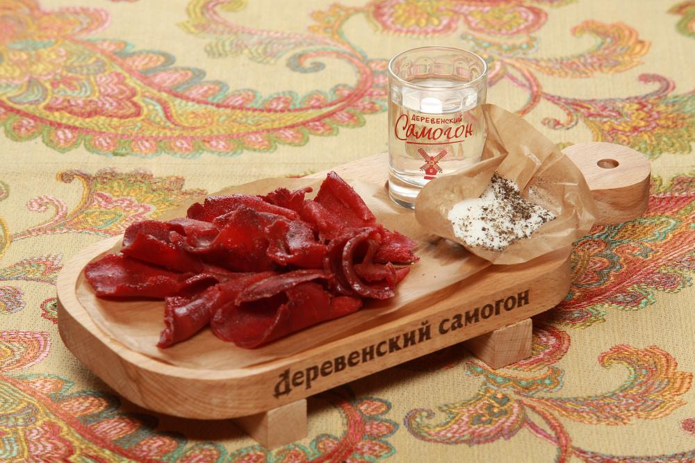 Ресторан Добрыня - фотография 15 - Строганина из Оленины! Фирменное блюдо.